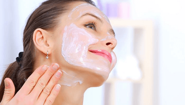 Để da có thể đều màu, ngoài da mặt bạn cũng nên chăm chút da vùng da cổ