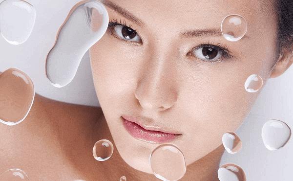Tinh chất dưỡng ẩm Revital cung cấp độ ẩm giúp làn da căng mướt